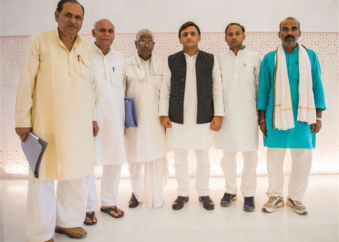 मुख्यमंत्री श्री अखिलेश यादव से धनगर समुदाय के प्रतिनिधिमण्डल ने मुलाकात की