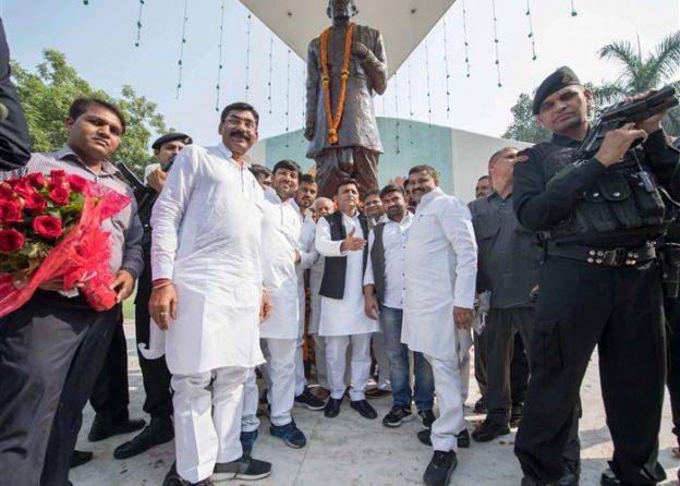 मुख्यमंत्री श्री अखिलेश यादव ने सरदार वल्लभ भाई पटेलको श्रद्धांजलि अर्पित की
