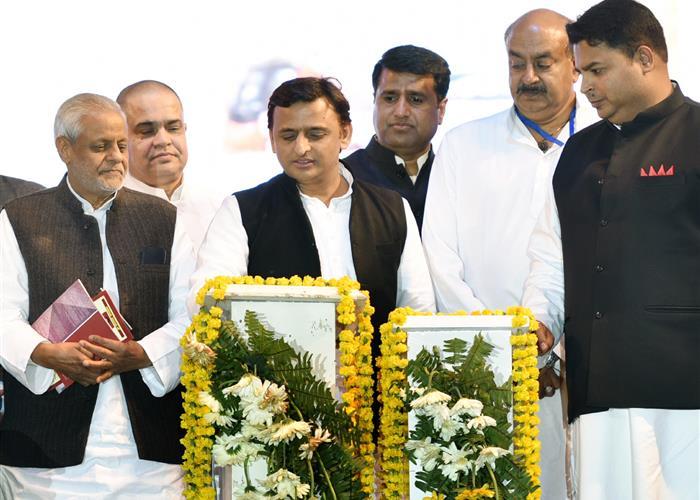 मुख्यमंत्री श्री अखिलेश यादव द्वारा आगरा में प्रदेश को विभिन्न विकास परियोजनाओं की सौगात