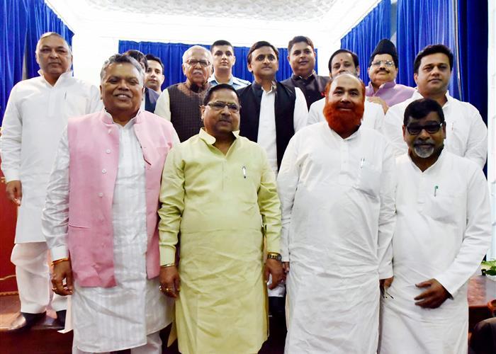 राज्यपाल ने मुख्यमंत्री श्री अखिलेश यादव की मंत्रणा से मंत्रियों को शपथ दिलाई