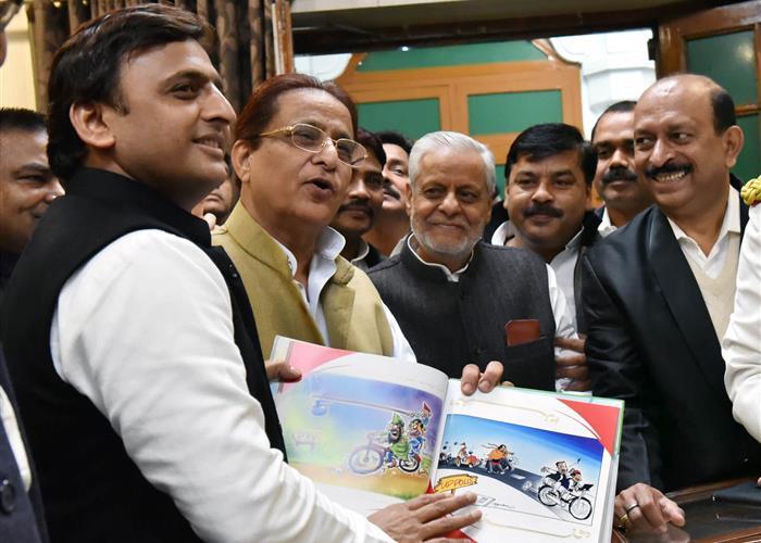 मुख्यमंत्री श्री अखिलेश यादव ने उ0प्र0 विधान पुस्तकालय के उन्नयन कार्याें का लोकार्पण किया