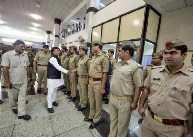 मुख्यमंत्री श्री अखिलेश यादव ने बच्चे की सकुशल बरामदगी के लिए पुलिस टीम को शाबाशी दी