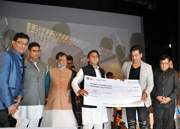 मुख्यमंत्री श्री अखिलेश यादव ने फिल्म, टेलीविज़न एवं लिबरल आर्ट्स संस्थान का शिलान्यास एवं प्रदेश में बनी 21 फिल्मों को अनुदान वितरित किया