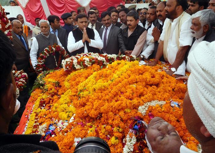 मुख्यमंत्री श्री अखिलेश यादव ने दिवंगत पंचायती राज मंत्री श्री कैलाश को श्रद्धांजलि दी