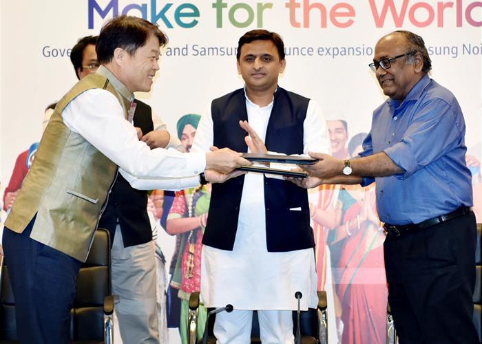 मुख्यमंत्री श्री अखिलेश यादव की उपस्थिति में सैमसंग एवं प्रदेश सरकार के बीच निवेश के लिए एम0ओ0यू0 सम्पन्न