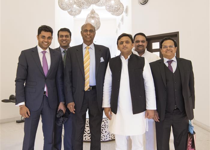 मुख्यमंत्री श्री अखिलेश यादव से श्री जी0वी0के0 रेड्डी ने भेंट की