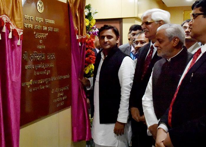 मुख्यमंत्री श्री अखिलेश यादव ने राज्य योजना आयोग के नवीनीकृत केन्द्रीय पुस्तकालय 'अध्ययन' का लोकार्पण किया