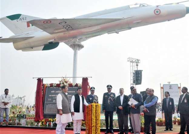 मुख्यमंत्री श्री अखिलेश यादव ने जनेश्वर मिश्र पार्क में आम जनता के अवलोकनार्थ मिग-21 लड़ाकू सुपर सोनिक विमान का लोकार्पण किया