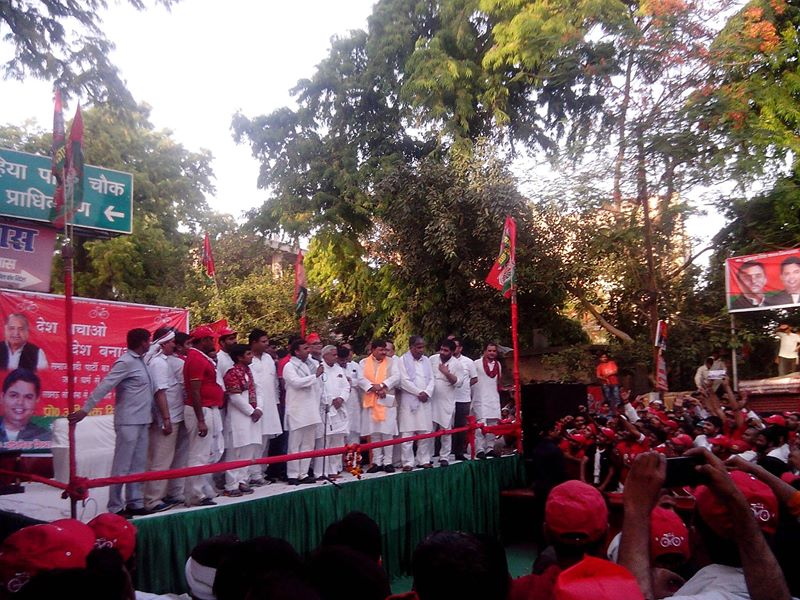 Gujarat model and BJP, Modi wave exist only in air: Akhilesh Yadav