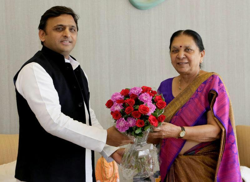 Uttar Pradesh CM Mr. Akhilesh Yadav with Gujarat CM Mrs. Anandiben Patel