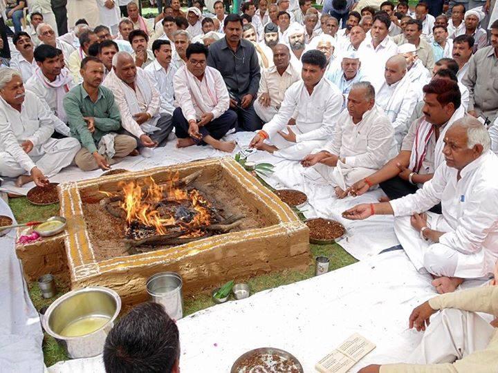 Mulayam Singh Yadav's elder brother Ratan Singh Yadav died saiphai steeped in mourning