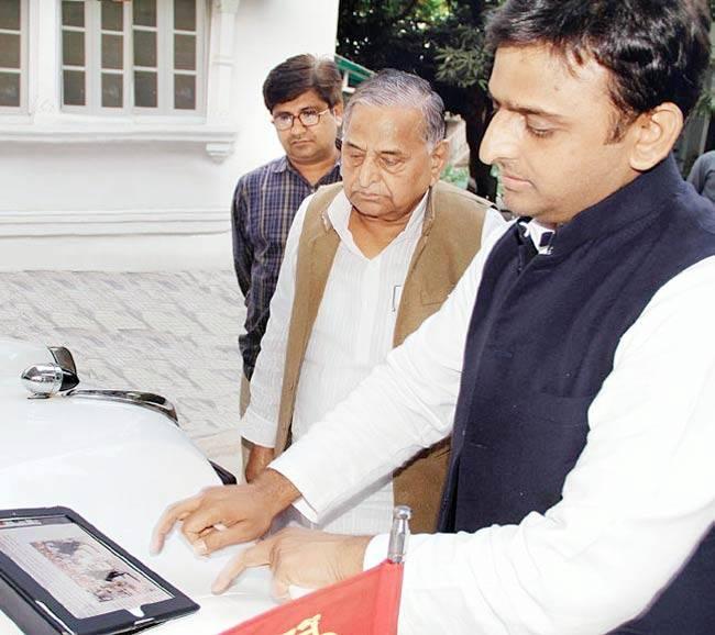 Akhilesh Yadav gives nod to recruitment of five lakh employees