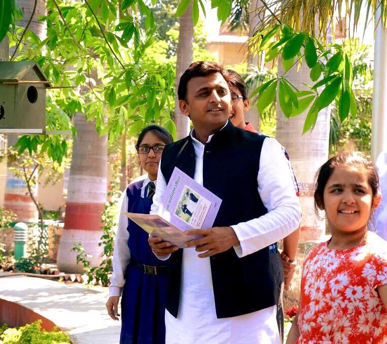 गौरैया को बचाने में समाज आगे आए : मुख्यमंत्री श्री अखिलेश यादव