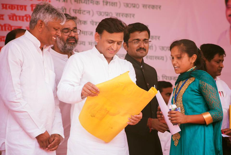 Chief Minister Akhilesh Yadav while distributing Kanya Vidyha Dhan today in Ballia, he was touched by the painting this young girl made of him