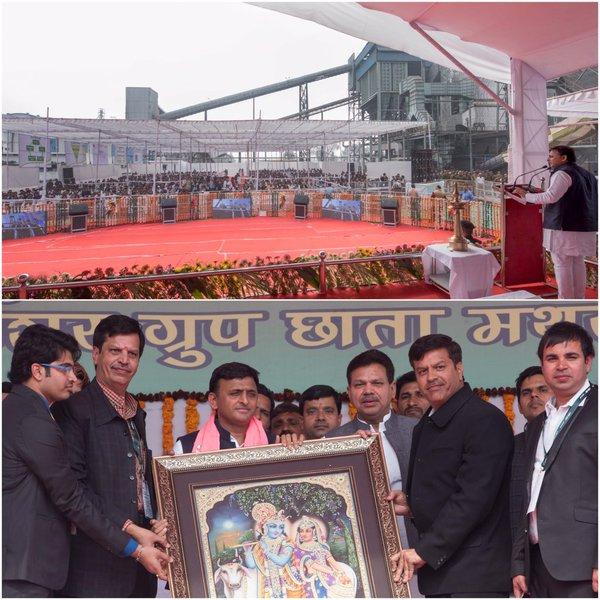 मुख्यमंत्री श्री अखिलेश यादव 19 फरवरी, 2016 को जनपद मथुरा में कार्यक्रम का दीप प्रज्ज्वलित कर शुभारम्भ करते हुए।