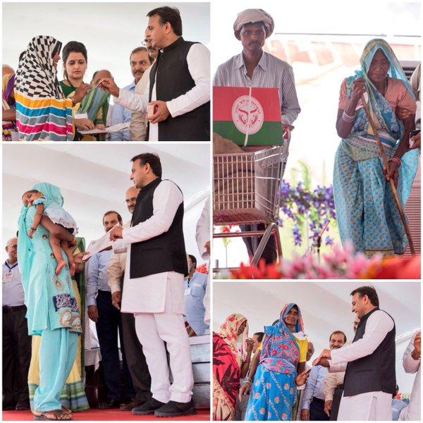 मुख्यमंत्री श्री अखिलेश यादव31 मार्च, 2016 को जनपद चित्रकूट मंे जरूरतमन्द परिवारों को सूखा राहत सामग्री वितरितकरते हुए।