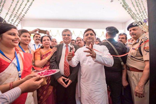 मुख्यमंत्री श्री अखिलेश यादव ने इलाहाबाद मण्डल में प्रदेश के पहले समाजवादी अभिनव विद्यालय का उद्घाटन किया