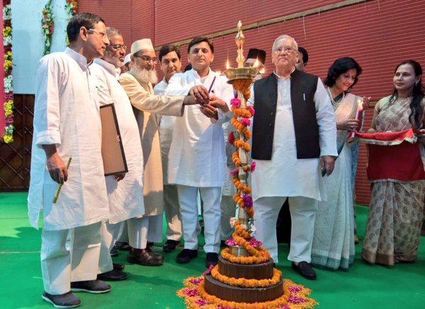 मौलाना आजाद मेमोरियल एकेडमी द्वारा आयोजित संगोष्ठी में शामिल हुए मुख्यमंत्री श्री अखिलेश यादव