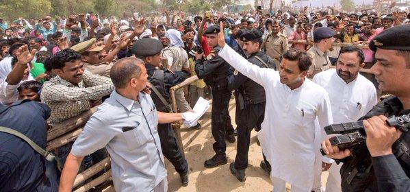 उत्तर प्रदेश के मुख्यमंत्री श्री अखिलेश यादव 28 मई, 2016 को जनपद कौशाम्बी में