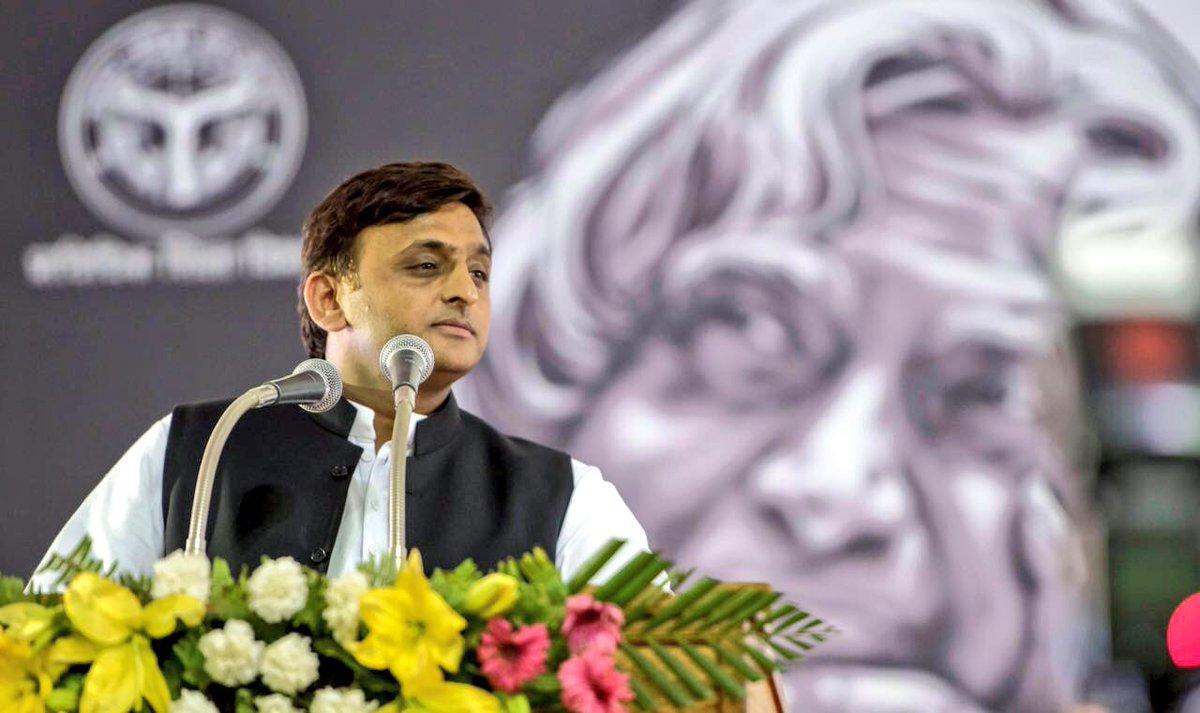 मुख्यमंत्री श्री अखिलेश यादव ने कहा कि 'सस्टेनेबिल एण्ड इन्क्लूसिव डेवलपमेण्ट एण्ड ग्रोथ' पर सभी को मिलकर काम करना होगा।