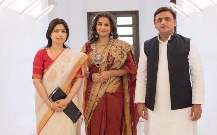 मुख्यमंत्री श्री अखिलेश यादव सुश्री विद्या बालन को समाजवादी पेंशन योजना का ब्राण्ड एम्बेसडर बनाए जाने के अवसर पर