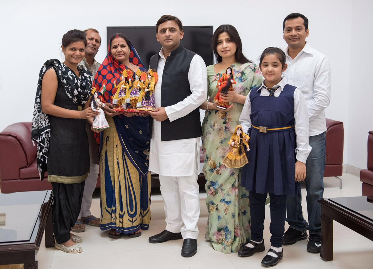 Chief Minister Akhilesh Yadav with the famous exotic handmade doll makers from Kanpur