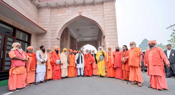 Chief Minister Akhilesh Yadav with a delegation of Sants and Sadhus