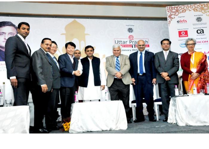 मुख्यमंत्री श्री अखिलेश यादव 27 जनवरी, 2015 को लखनऊ में ईउत्तर प्रदेश काॅन्फ्रेंस के शुभारम्भ के अवसर पर।