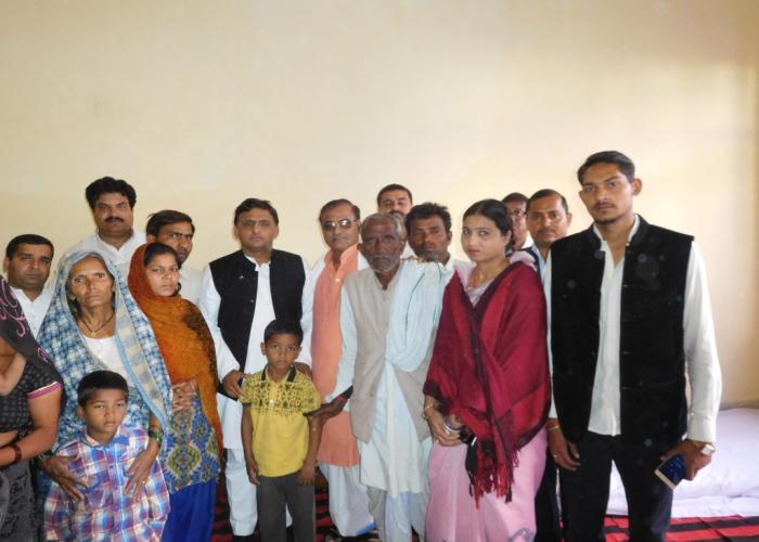 उत्तर प्रदेश के मुख्यमंत्री श्री अखिलेश यादव ने 12 मार्च, 2016 को जनपद सम्भल स्थित स्व0 के0पी0 यादव के आवास पहुंचकर परिजनों से भेंट की।