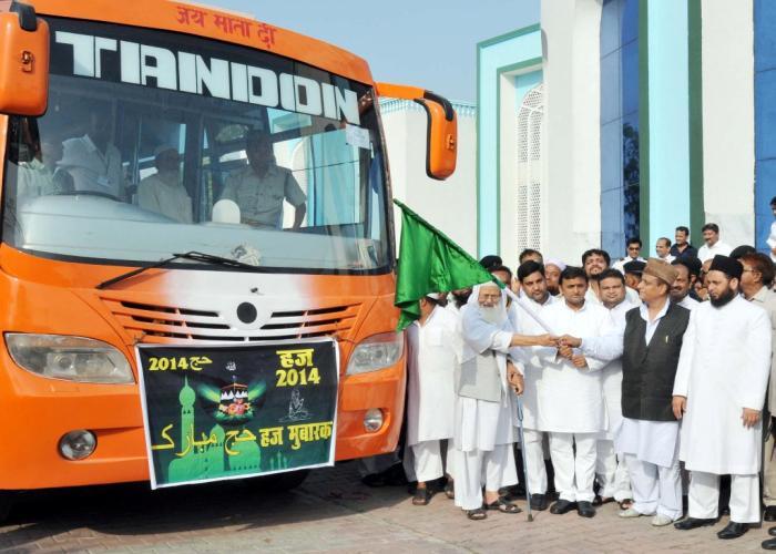 Chief Minister Mr. Akhilesh Yadav warns divisive forces; flags off U.P. Haj pilgrims