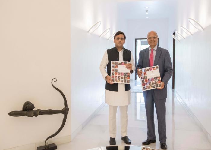मुख्यमंत्री श्री अखिलेश यादव से 06 सितम्बर, 2016 को लखनऊ में उनके सरकारी आवास पर वरिष्ठ पत्रकार श्री प्रभु चावला नेे मुलाकात की।