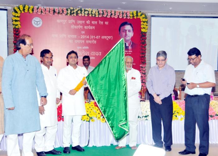 7 अक्टूबर 2014 को लखनऊ में मुख्यमंत्री श्री अखिलेश यादव वीडियो काँफ्रेंसिंग के माध्यम से कानपुर प्राणि उद्यान की बाल रेल का लोकार्पण करते हुए।