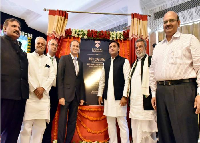 उत्तर प्रदेश के मुख्यमंत्री श्री अखिलेश यादव 21 अगस्त, 2016 को अपने सरकारी आवास पर गे्रटर नोएडा स्थित बेनेट यूनिवर्सिटी के उद्घाटन अवसर पर।
