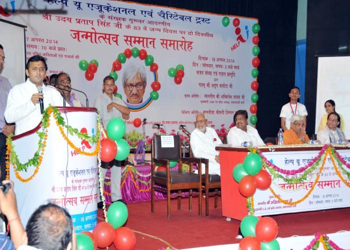 Chief Minister Mr. Akhilesh Yadav pays tributes to Bulandshahr martyrs killed in terrorist attacks