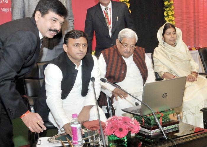 उत्तर प्रदेश के मुख्यमंत्री श्री अखिलेश यादव 25 जनवरी, 2016 को लखनऊ में एकीकृत पोर्टल 'जनसुनवाई' का लोकार्पण करते हुए।