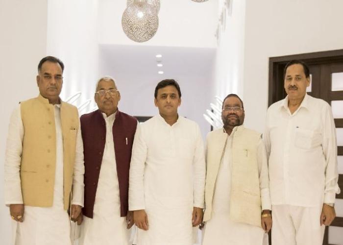 मुख्यमंत्री श्री अखिलेश यादव की अध्यक्षता में उनके सरकारी आवास पर 28 अक्टूबर, 2015 को उ0प्र0 मानवअधिकार आयोग के अध्यक्ष के चयन के सम्बन्ध में बैठक हुई।