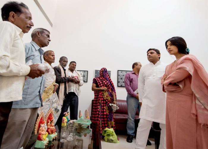 मुख्यमंत्री श्री अखिलेश यादव से लखनऊ स्थित उनके सरकारी आवास पर प्रजापति समाज के एक प्रतिनिधिमण्डल से भेंट की। साथ में हैं, सांसद श्रीमती डिम्पल यादव।