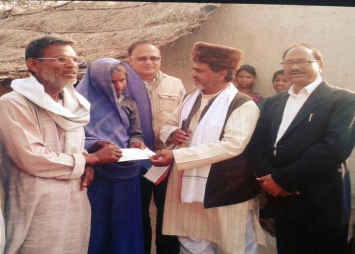 मुख्यमंत्री श्री अखिलेश यादव के निर्देशों के क्रम में बांदा के श्री अच्छे लाल को 2 लाख रुपए की सहायता राशि का चेक प्रदान किया गया।