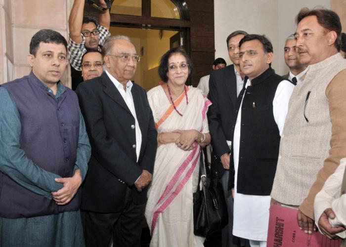 उत्तर प्रदेश के मुख्यमंत्री श्री अखिलेश यादव से 13 फरवरी, 2016 को उनके सरकारी आवास पर नेताजी सुभाष चन्द्र बोस के परिवारीजनों ने मुलाकात की।