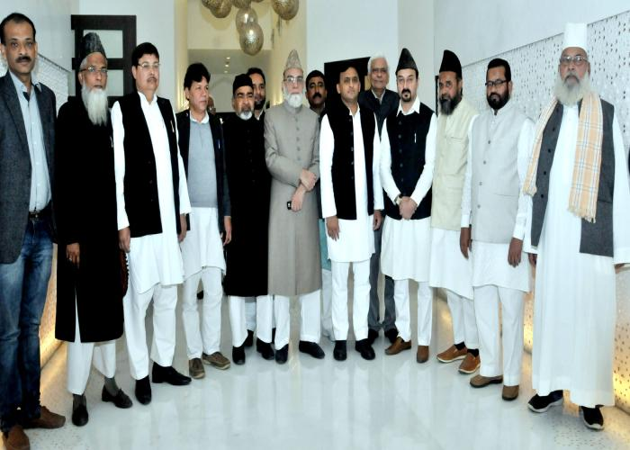 मुख्यमंत्री श्री अखिलेश यादव से दिनांक 21 फरवरी, 2016 को जामा मस्जिद दिल्ली के इमाम मौलाना अहमद बुखारी के नेतृत्व में एक प्रतिनिधिमण्डल ने मुलाकात की।
