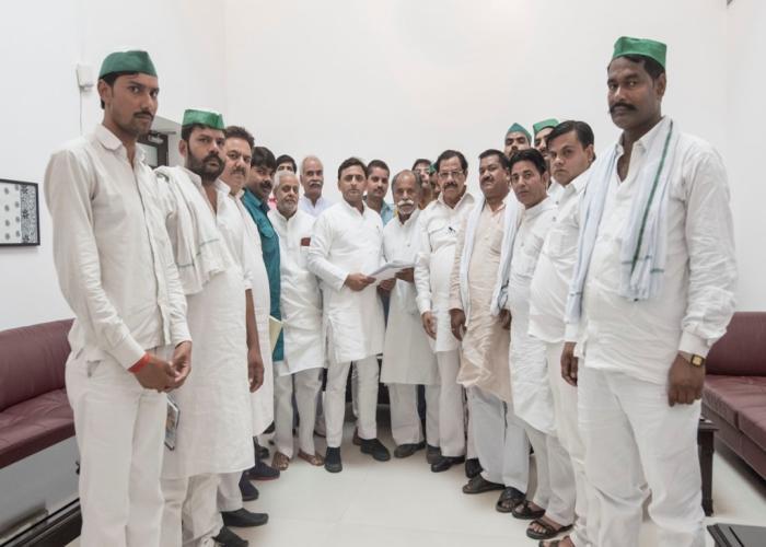 उत्तर प्रदेश के मुख्यमंत्री श्री अखिलेश यादव से 5 जून, 2016 को उनके सरकारी आवास पर भारतीय किसान यूनियन भानु के प्रतिनिधिमण्डल ने मुलाकात की।
