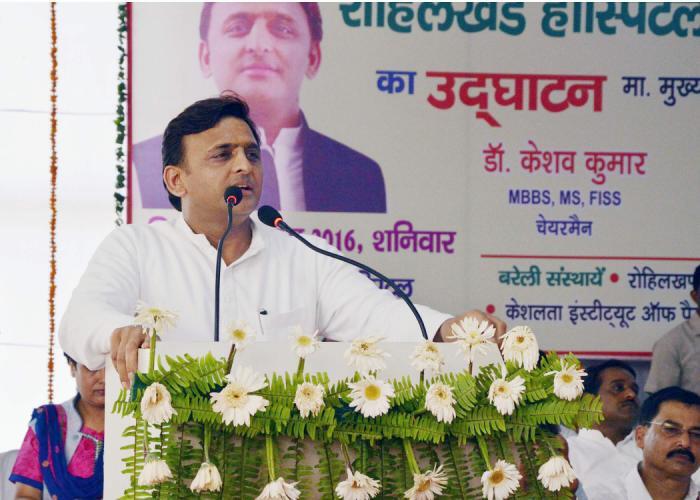 मुख्यमंत्री श्री अखिलेश यादव 18 जून, 2016 को जनपद शाहजहांपुर के बन्थरा में मेडिकल काॅलेज एण्ड हाॅस्पिटल के उद्घाटन कार्यक्रम को सम्बोधित करते हुए।