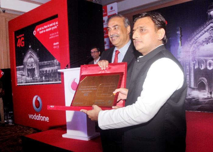 मुख्यमंत्री श्री अखिलेश यादव 31 अगस्त, 2016 को लखनऊ में वोडाफोन सुपर नेट 4जी लाॅन्च करते हुए।