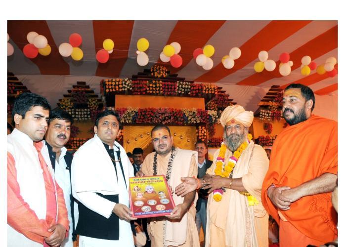 06 दिसम्बर, 2014 को उत्तर प्रदेश के मुख्यमंत्री श्री अखिलेश यादव जनपद मैनपुरी में आयोजित देवी सम्पद मण्डल शताब्दी समारोह के अवसर पर।