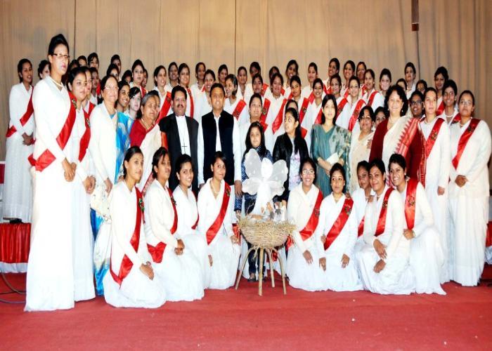 17 दिसम्बर, 2014 को उत्तर प्रदेश के मुख्यमंत्री श्री अखिलेश यादव आई0टी0 काॅलेज, लखनऊ में गल्र्स हाॅस्टल की नई बिल्डिंग के लोकार्पण अवसर पर।