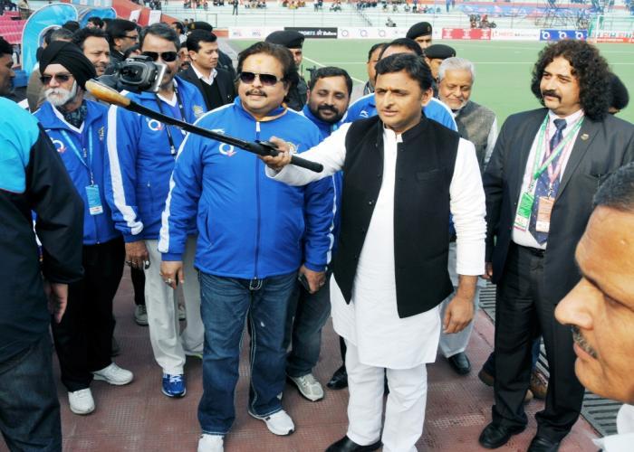 मुख्यमंत्री श्री अखिलेश यादव 23 जनवरी, 2015 को हाॅकी इण्डिया लीग के तहत उत्तर प्रदेश विजार्ड्स और दिल्ली वेबराइडर्स के मैच के अवसर पर।
