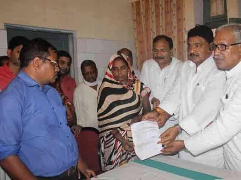 कोई भेदभाव नहीं ! भाजपा कार्यकर्ता की विधवा को उत्तर प्रदेश के मुख्यमंत्री श्री अखिलेश यादव ने दी नौकरी