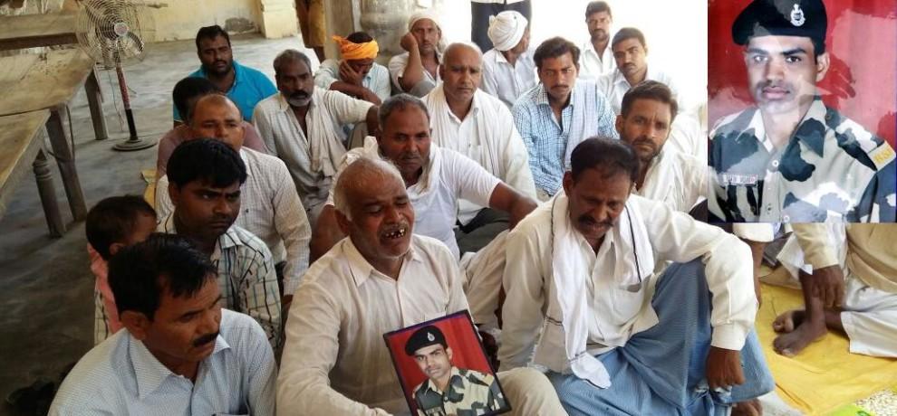 मुख्यमंत्री श्री अखिलेश यादव ने शहीद जवान श्री नितिन कुमार के परिजनों को 20 लाख रु0 की आर्थिक सहायता का चेक प्रदान किया