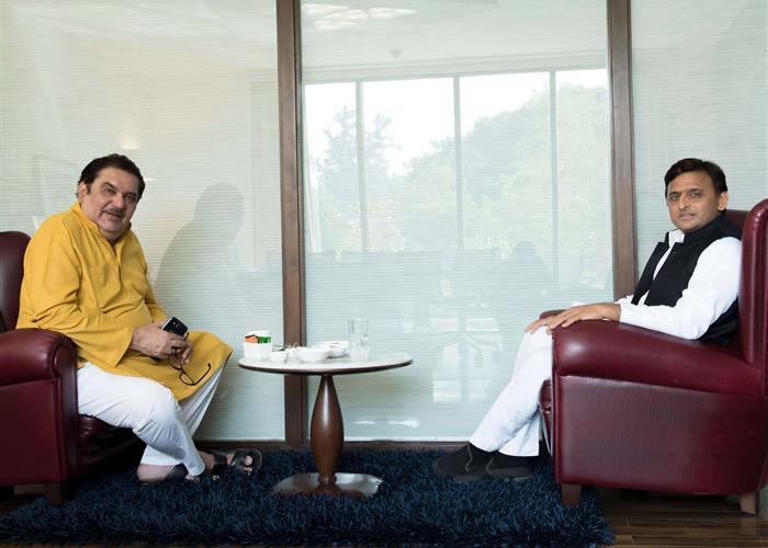 मुख्यमंत्री श्री अखिलेश यादव से फिल्म अभिनेता श्री रज़ा मुराद ने मुलाकात की