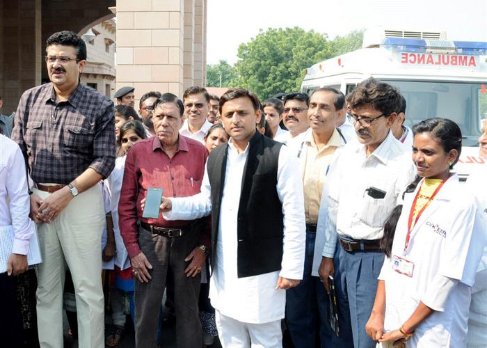 मुख्यमंत्री श्री अखिलेश यादव ने '108' समाजवादी स्वास्थ्य सेवा का मोबाइल एप लाॅन्च किया